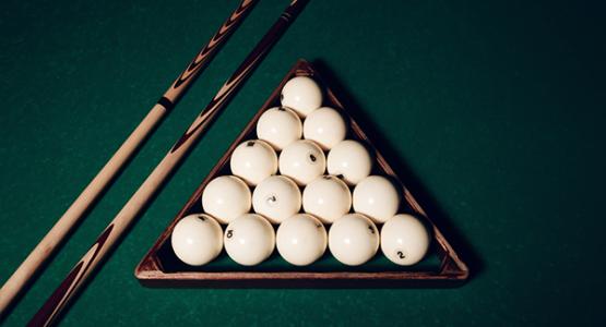 billiard-balls-and-pool-sticks-PPCBC7K
